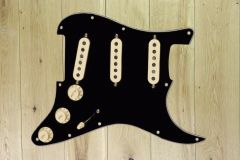 Fender Pre-Wired Strat Pickguard, Tex-Mex SSS, Black 11 Hole