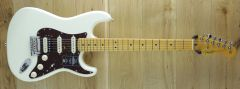 Fender  American Professional II Stratocaster®, Maple Fingerboard, Olympic White US210008073
